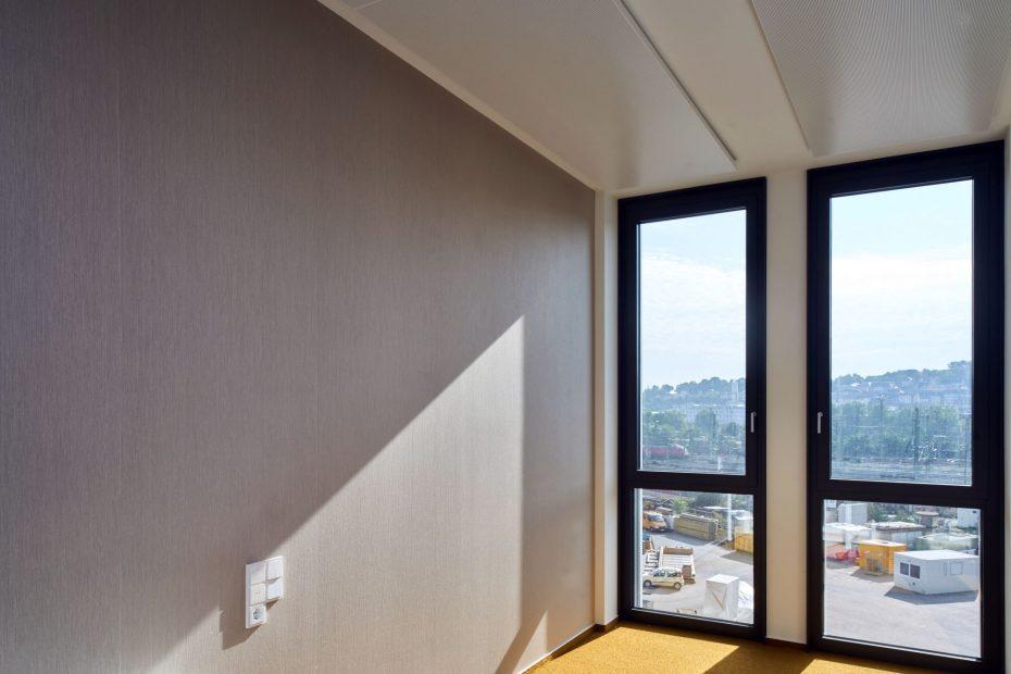 Hochwertige Tapezierarbeiten in einem modernen Stuttgarter Büro im Europaviertel 1