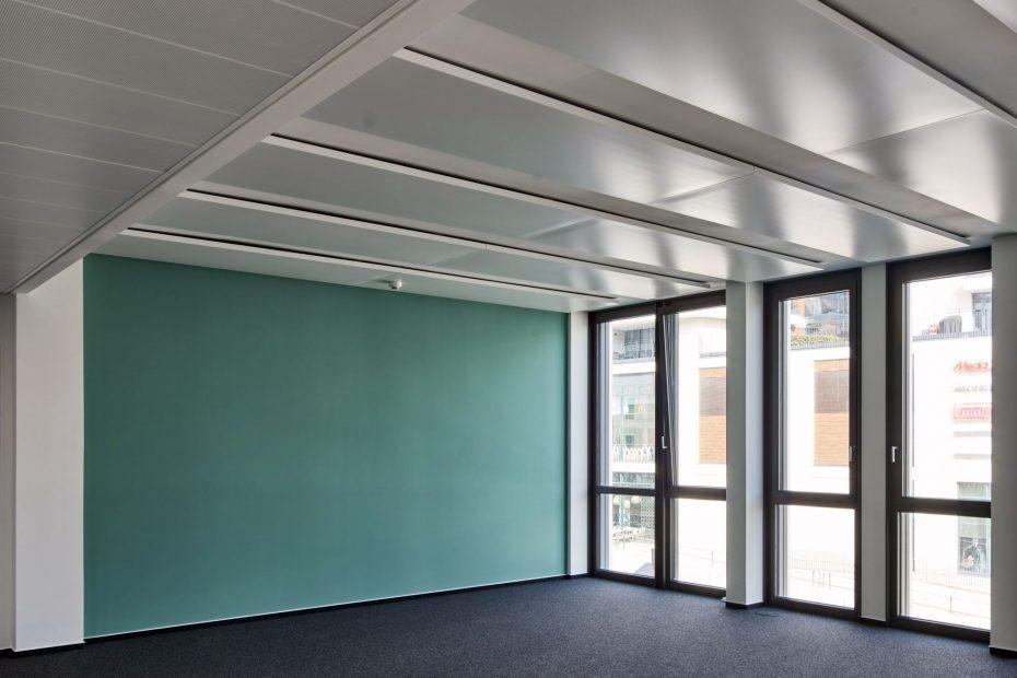 Hochwertige Tapezierarbeiten in einem modernen Stuttgarter Büro im Europaviertel 2