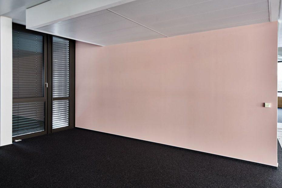 Hochwertige Tapezierarbeiten in einem modernen Stuttgarter Büro im Europaviertel 4