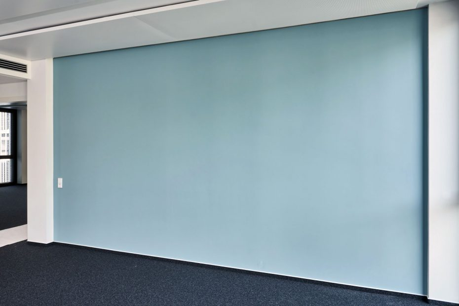 Hochwertige Tapezierarbeiten in einem modernen Stuttgarter Büro im Europaviertel 9
