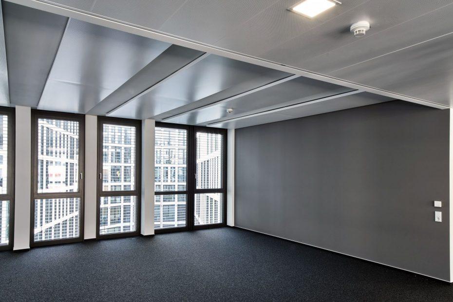 Hochwertige Tapezierarbeiten in einem modernen Stuttgarter Büro im Europaviertel 10
