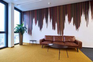 Hochwertige Tapezierarbeiten in einem modernen Stuttgarter Büro im Europaviertel 15