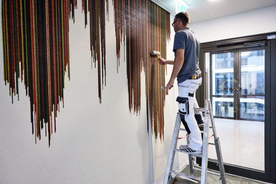 Hochwertige Tapezierarbeiten in einem modernen Stuttgarter Büro im Europaviertel 25