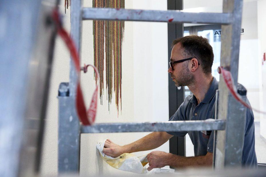 Hochwertige Tapezierarbeiten in einem modernen Stuttgarter Büro im Europaviertel 30
