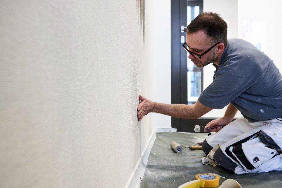 Hochwertige Tapezierarbeiten in einem modernen Stuttgarter Büro im Europaviertel 32