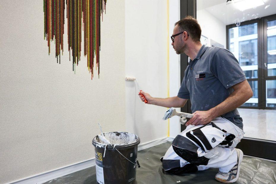 Hochwertige Tapezierarbeiten in einem modernen Stuttgarter Büro im Europaviertel 37
